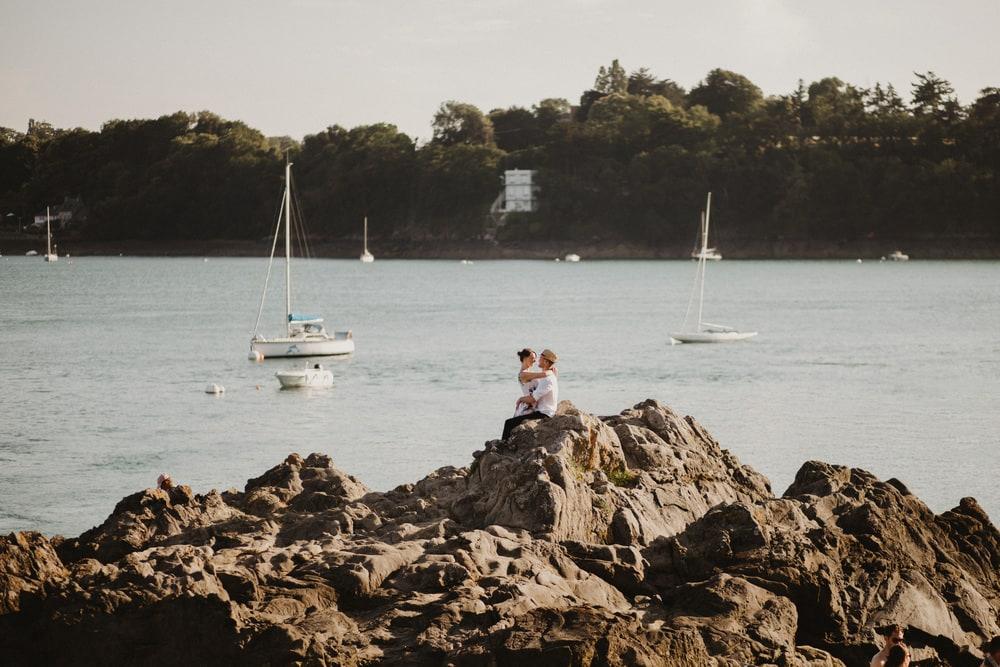 couple bretagne mer