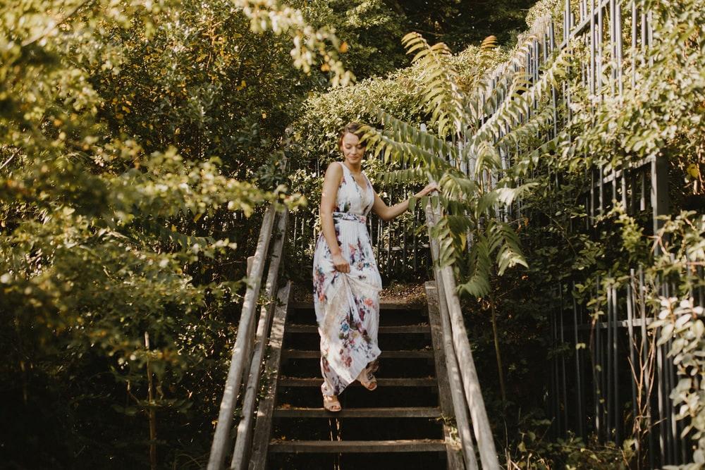 portrait femme escalier